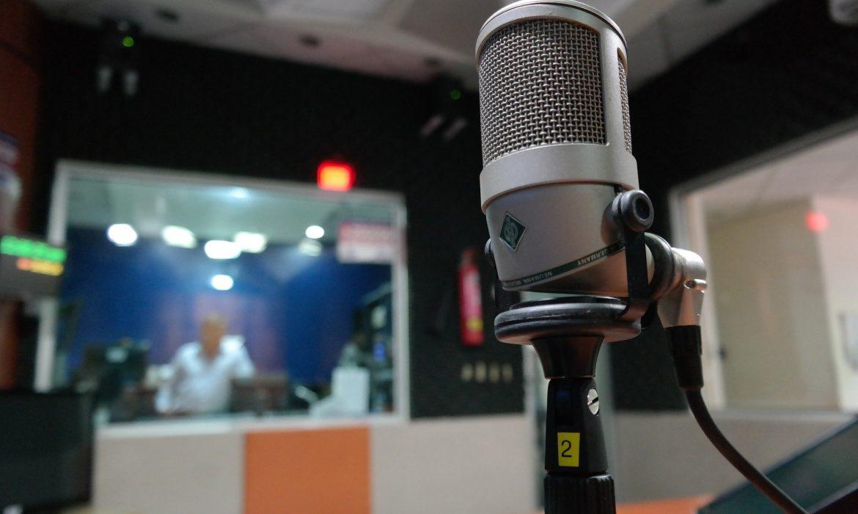 Menacées de disparition, les radios indépendantes lancent un appel à l'aide